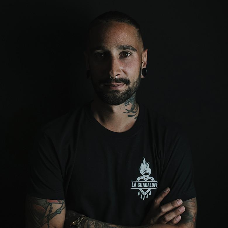 Isaac Bodypiercier - Profesor